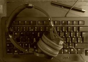 keyboard-headphones-pen